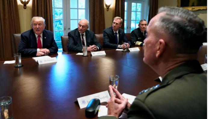 Gặp quân đội, ông Trump ám chỉ 'bình yên trước bão' - ảnh 3