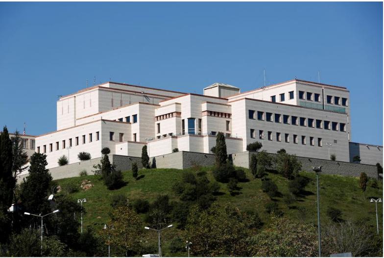 Lãnh sự quán Mỹ ở Istanbul (Thổ Nhĩ Kỳ) ngày 11-10. Ảnh: REUTERS