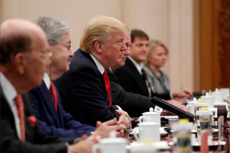 Phái đoàn Tổng thống Mỹ Donald Trump trong buổi hội đàm với phái đoàn Thủ tướng Trung Quốc Lý Khắc Cường tại Đại Lễ đường nhân dân Bắc Kinh (Trung Quốc) ngày 9-11. Ảnh: REUTERS
