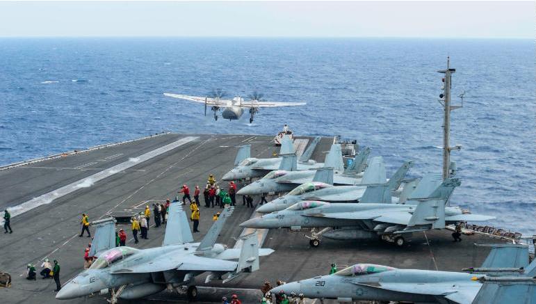 Một máy bay vận tải C-2A Greyhound cất cánh từ tàu sân bay USS Ronald Reagan trong một cuộc tập trận năm 2017. Ảnh: CNN