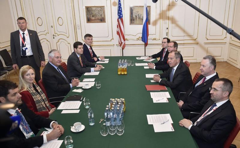 Ngoại trưởng Mỹ, Nga đối thoại về Ukraine và Crimea - ảnh 1