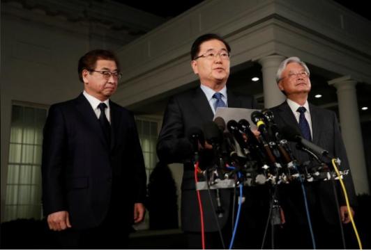 Giám đốc Văn phòng An ninh Quốc gia Hàn Quốc Chung Eui-yong (giữa) họp báo tại Nhà Trắng ngày 8-3, thông báo cuộc gặp dự kiến giữa Tổng thống Mỹ Donald Trump và lãnh đạo Triều Tiên Kim Jong-un. Ảnh: REUTERS