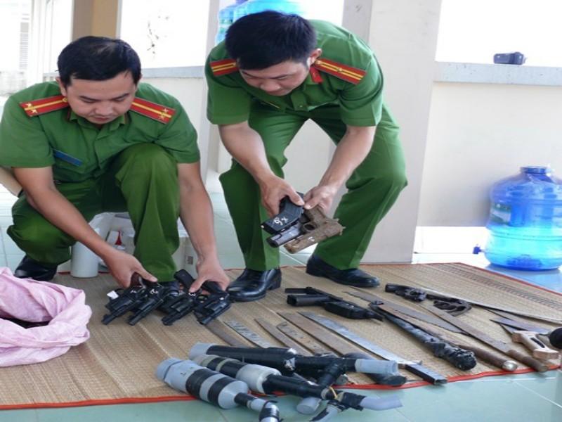 Vĩnh Long thu giữ 60 súng quân dụng trong năm 2017 - ảnh 1