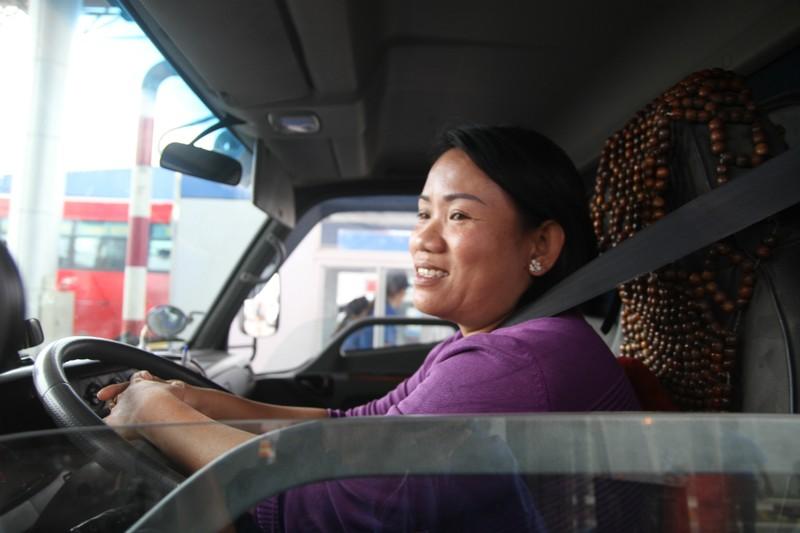 Nữ tài xế làm 'dậy sóng' BOT Cần Thơ-An Giang - ảnh 3
