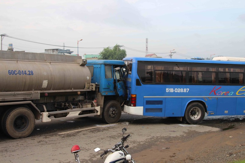 Tai nạn liên hoàn, xa lộ Hà Nội tắc nghẽn nghiêm trọng - ảnh 1