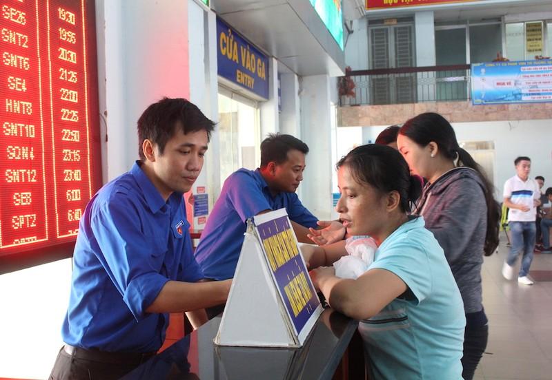 Hành khách chủ yếu mua vé tàu tết qua mạng - ảnh 2