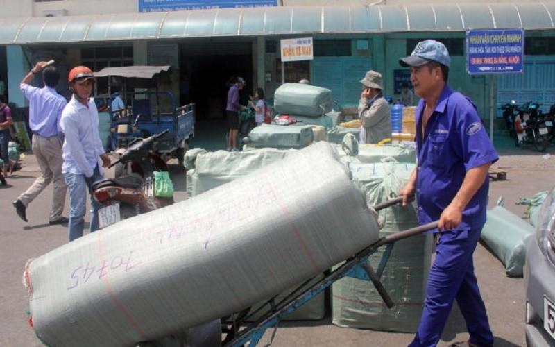 104 tấn hàng cứu trợ bão lũ được đường sắt vận chuyển - ảnh 1