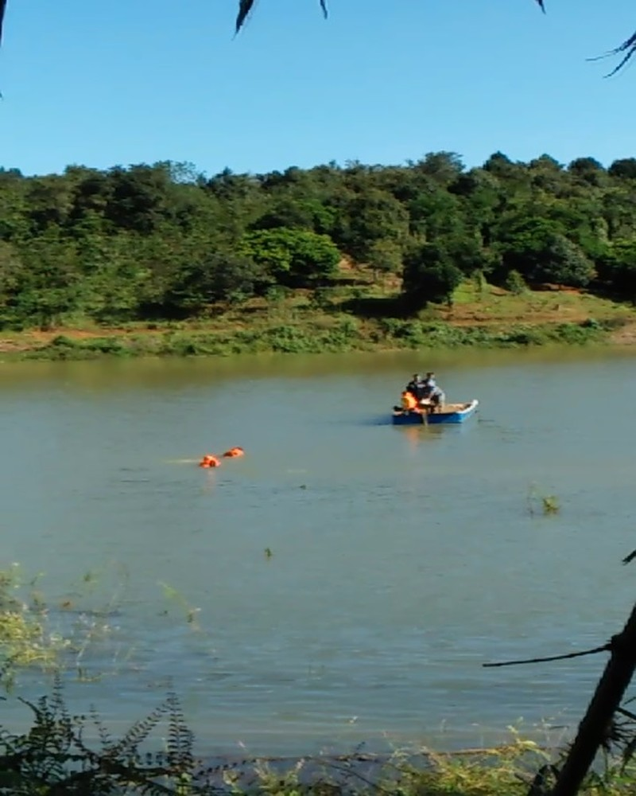 Lực lượng cứu hộ đang tiến hành tìm kiếm các nạn nhân vụ lật thuyền