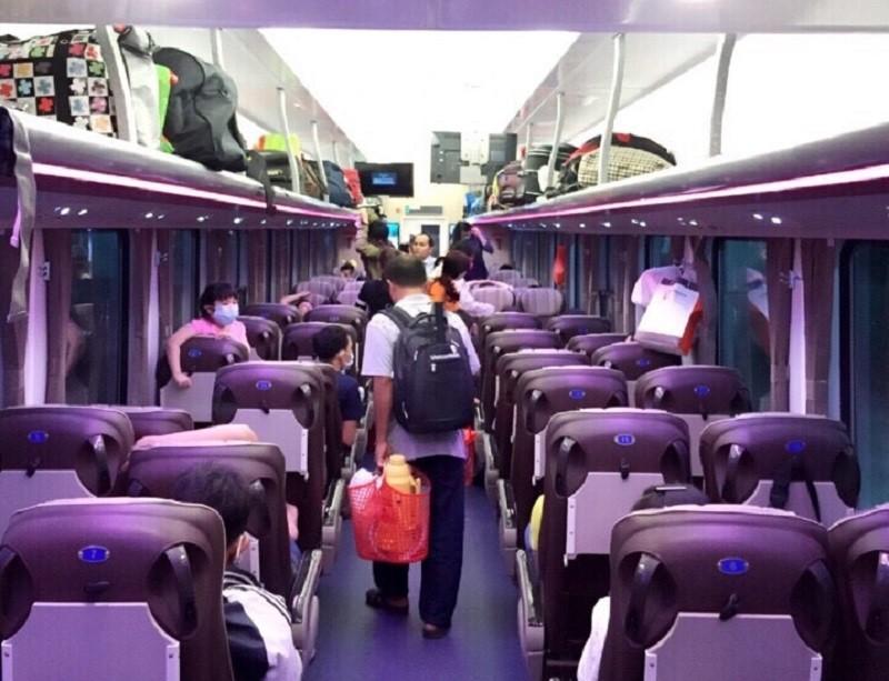 Ga Sài Gòn đóng mới nhiều toa xe phục vụ hành khách  - ảnh 1