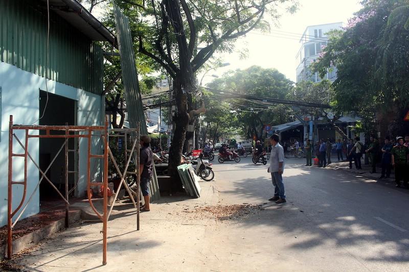 Tự nguyện tháo dỡ trụ sở khu phố trả vỉa hè cho dân - ảnh 2