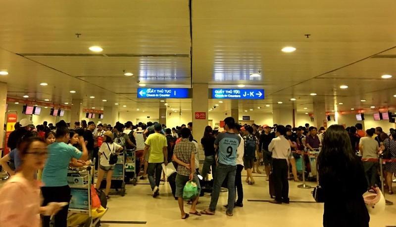 Tăng phí sân bay, khách sắp tốn thêm tiền - ảnh 1