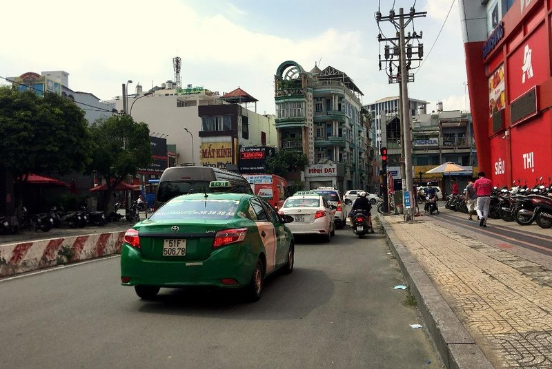 Bất ngờ taxi Vinasun dán khẩu hiệu phản đối Uber, Grab - ảnh 6