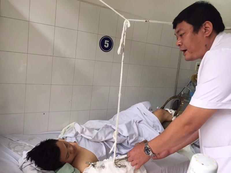 Bệnh nhân đang được thăm khám tại BV.