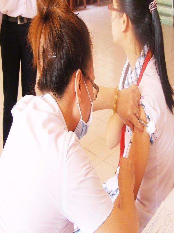 Tiêm vaccine là biện pháp phòng ngừa bệnh não mô cầu.