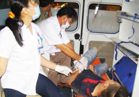 Trắng đêm cứu người bị tai nạn tại hiện trường - ảnh 6