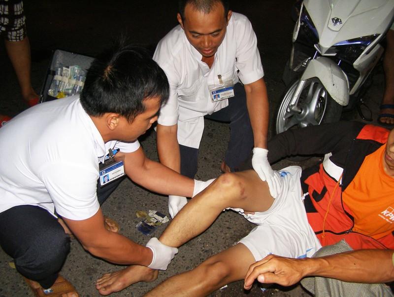 Sơ cứu người bị tai nạn giao thông tại hiện trường  - ảnh 1