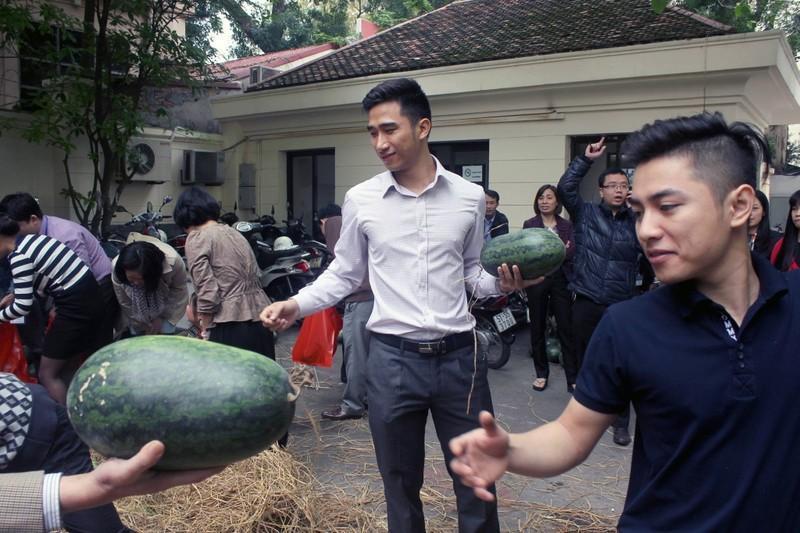 Bộ Công Thương mua dưa hấu ủng hộ nông dân - ảnh 1