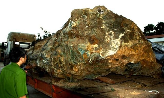 Vụ bắt giữ hòn đá 30 tấn: Đề xuất tịch thu, phạt người khai thác 1 tỉ đồng - ảnh 1