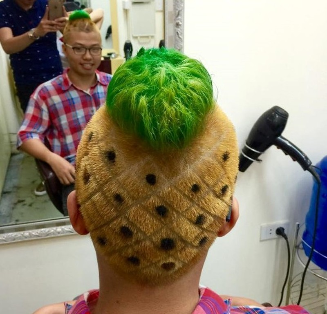 Câu like Facebook, chàng trai Hà Nội phải tạo tóc quả dứa