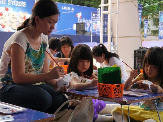 Giới trẻ thích thú với ngày hội đập gối ở Sài Gòn - ảnh 4