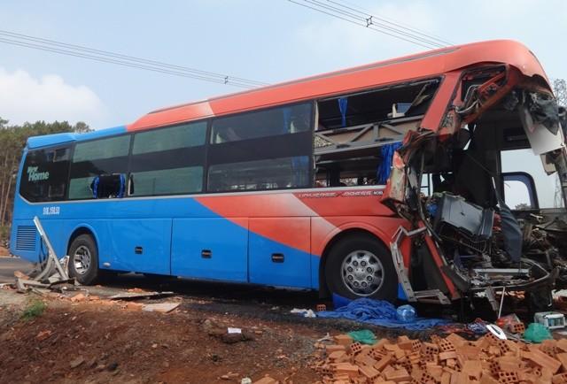 Xe khách tông xe tải, hai người tử vong, nhiều người bị thương - ảnh 4