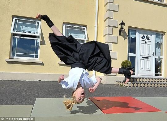 Cô bé 9 tuổi múa kiếm gây sốt ở cuộc thi tìm kiếm tài năng - ảnh 5