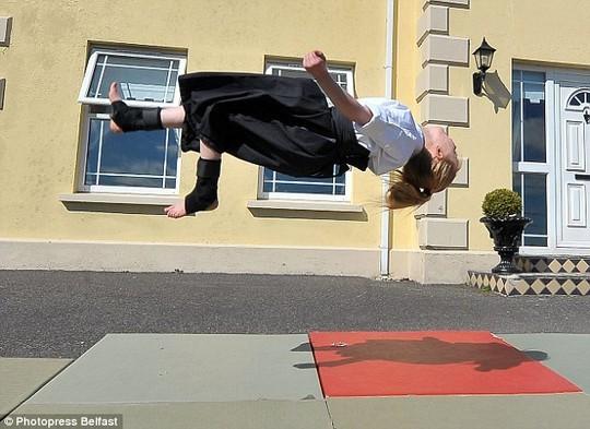 Cô bé 9 tuổi múa kiếm gây sốt ở cuộc thi tìm kiếm tài năng - ảnh 6