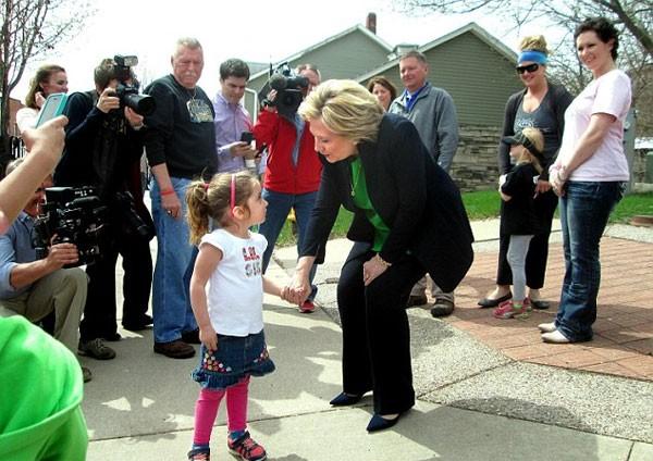 Hillary Clinton, cố máy bí ẩn, xe, xa xỉ, tranh cử