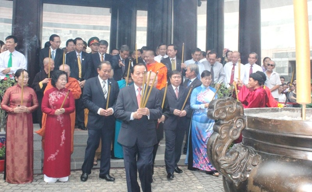 Hàng trăm người dân TP.HCM về dự Giỗ Tổ Hùng Vương - ảnh 1