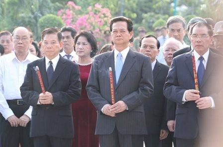 Lãnh đạo Đảng, Nhà nước viếng nghĩa trang liệt sĩ TP.HCM - ảnh 2