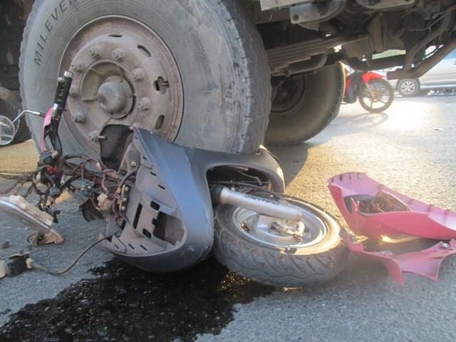 Xe ben tông xe máy, một người tử vong - ảnh 1