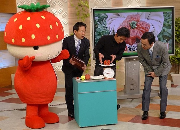Quả dâu tây đột biến 'khổng lồ' nặng 250gr ở Nhật - ảnh 3