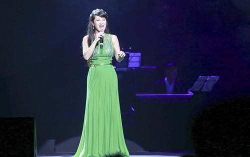 """Liveshow Khánh Ly: """"Gọi tên bốn mùa"""" trọn vẹn với khán giả - ảnh 5"""