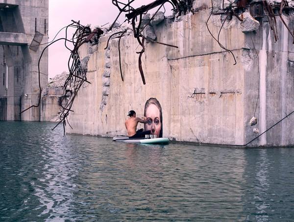 Thẫn thờ trước những bức tranh gái đẹp tắm sông được vẽ trên tường - ảnh 4