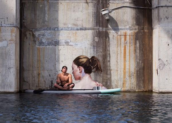 Thẫn thờ trước những bức tranh gái đẹp tắm sông được vẽ trên tường - ảnh 1