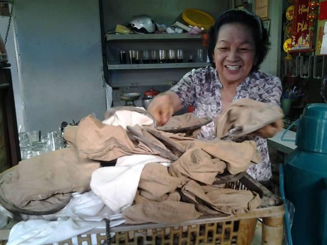 Chùm ảnh: Quán cà phê vợt cuối cùng ở Biên Hòa - ảnh 1