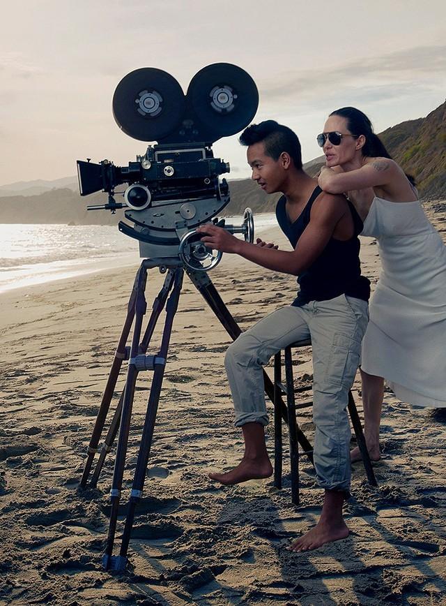 Gia đình Angelina Jolie - Brad Pitt và những khoảnh khắc ngọt ngào - ảnh 4