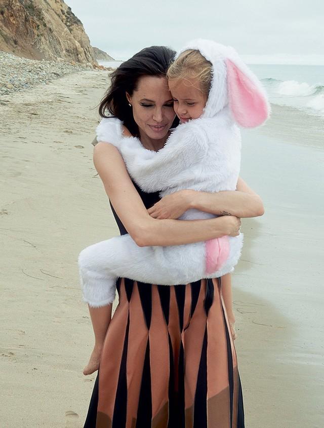 Gia đình Angelina Jolie - Brad Pitt và những khoảnh khắc ngọt ngào - ảnh 5