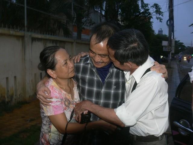 Ông Huỳnh Văn Nén ra khỏi trại tạm giam để chữa bệnh - ảnh 1