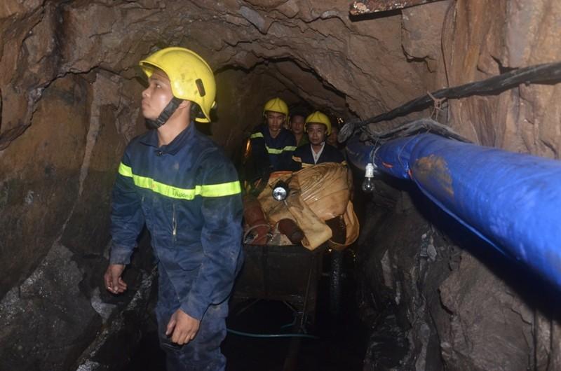 Tìm thấy thi thể một nạn nhân trong vụ sập hầm than ở Hòa Bình - ảnh 1