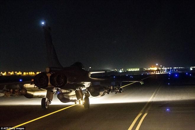 Máy bay chiến đấu Pháp sẵn sàng cho đợt không kích IS mới - ảnh 1
