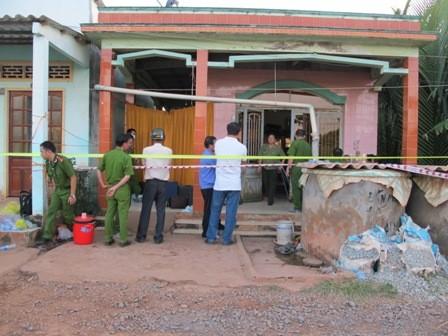 Vụ ba mẹ con chết thảm ở Long An: Người mẹ có tám vết đâm ở bụng - ảnh 1