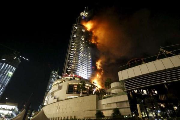 Siêu khách sạn Dubai chìm trong biển lửa đêm giao thừa - ảnh 2