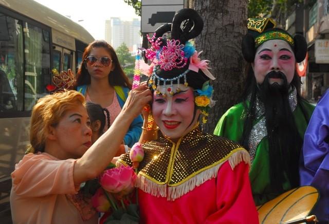Rộn ràng lễ hội đường phố tết Nguyên tiêu ở Chợ Lớn Sài Gòn - ảnh 13