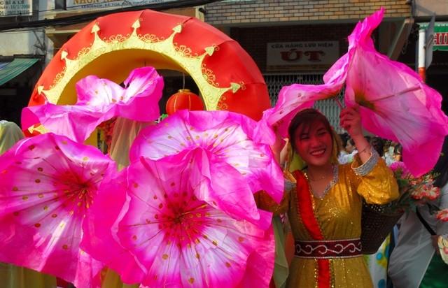 Rộn ràng lễ hội đường phố tết Nguyên tiêu ở Chợ Lớn Sài Gòn - ảnh 14