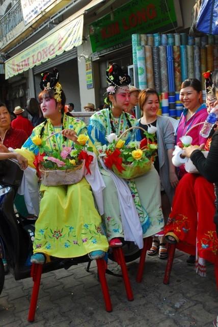 Rộn ràng lễ hội đường phố tết Nguyên tiêu ở Chợ Lớn Sài Gòn - ảnh 9