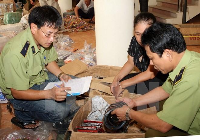 Bắt giữ khẩn cấp một người Trung Quốc buôn lậu phụ tùng ô tô - ảnh 1