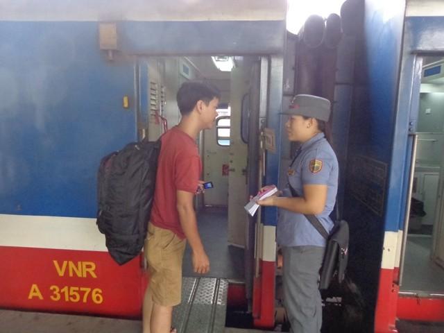 Khai trương chuyến tàu ngoại ô Sài Gòn - Dĩ An  - ảnh 2