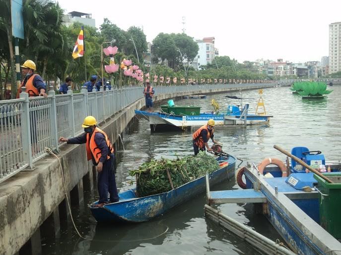 Rải 7 tấn hóa chất xử lý ô nhiễm kênh Nhiêu Lộc - Thị Nghè - ảnh 2