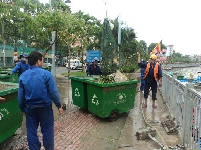Rải 7 tấn hóa chất xử lý ô nhiễm kênh Nhiêu Lộc - Thị Nghè - ảnh 3